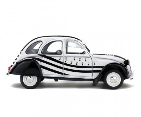 1:18 Citroën 2CV6 BZH, white/black, 1978