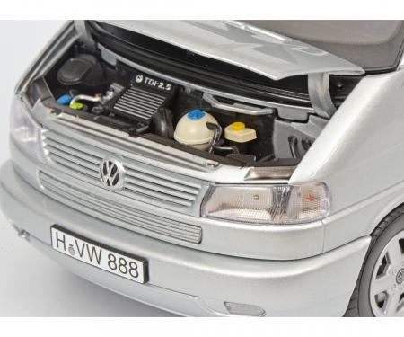 VW T4b Caravelle, silber, 1:18