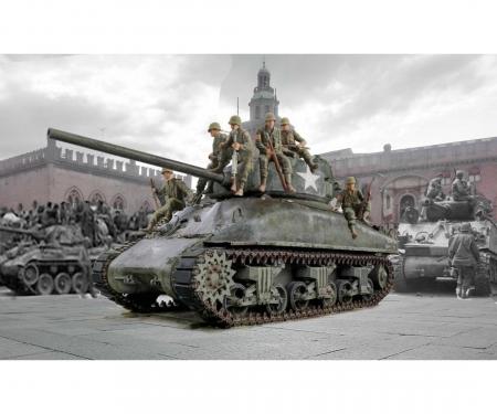 1:35 M4A1 Sherman with U.S. Infantry