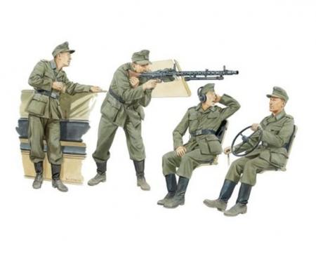 carson 1:35 German Halftrack Crew Men