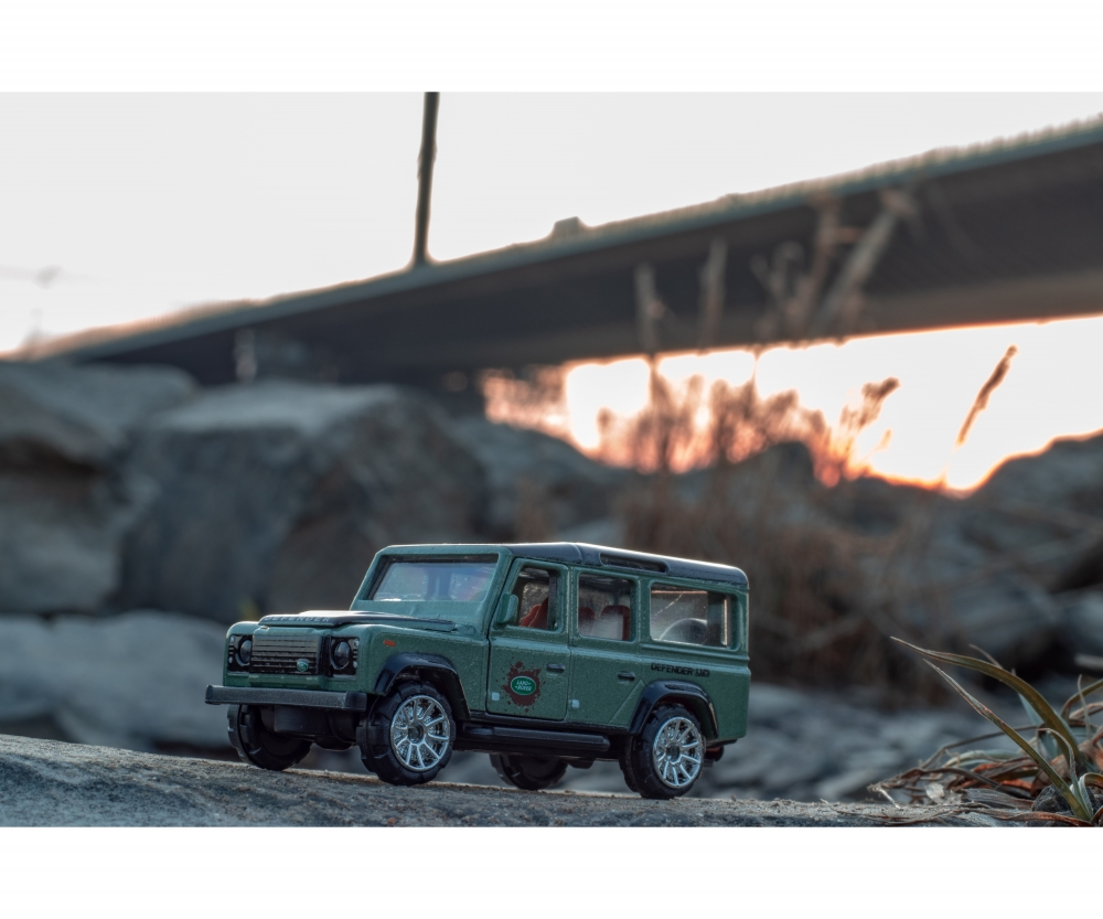 Majorette Deluxe Cars Land Rover Defender 110 #266c Army Green 1:64 Scale