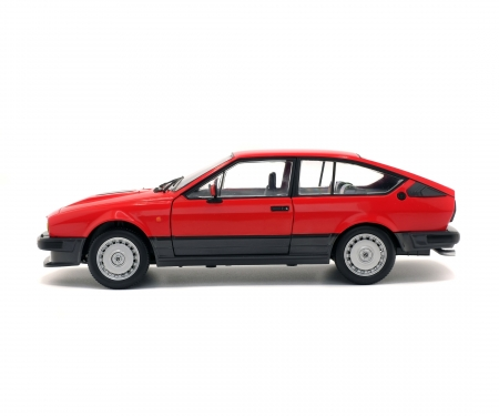 schuco 1:18 Alfa GTV6, red, 1984