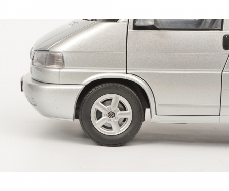 schuco VW T4b Caravelle, silber, 1:18