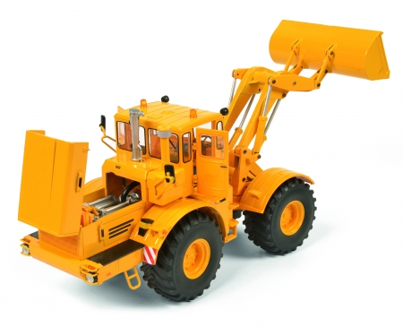 schuco Kirovets K-700 M with front loader, yellow, 1:32