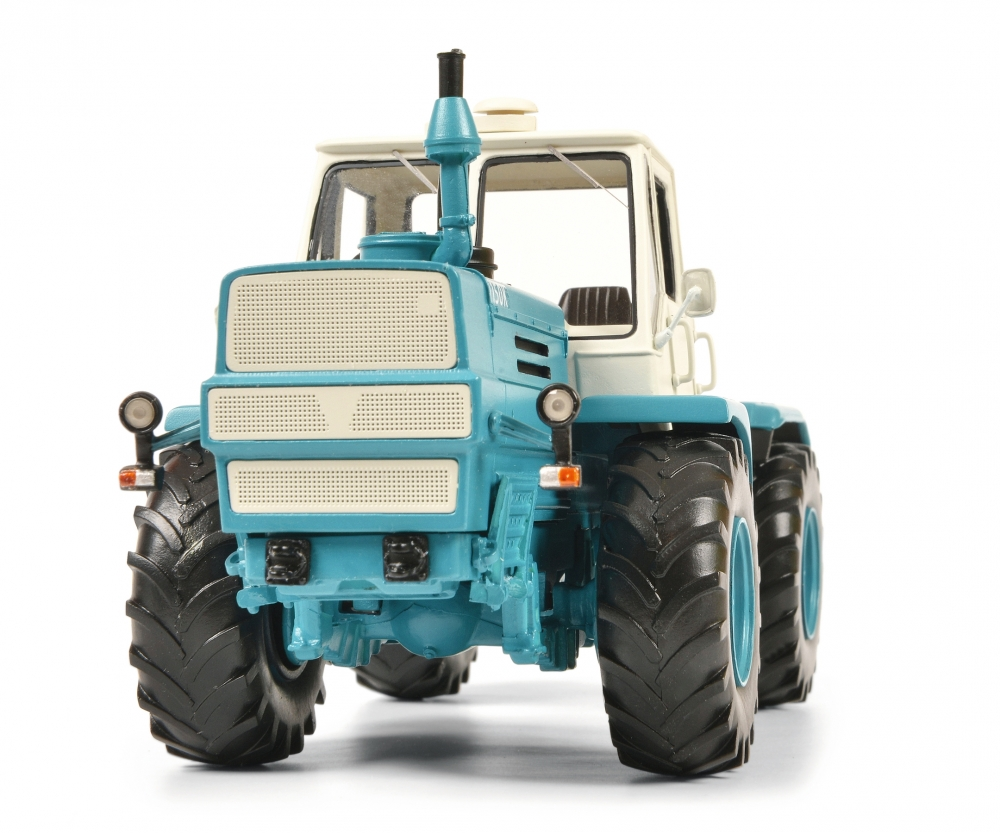 09077 Schuco pro R 1:32 Charkow t-150 K azul tractor