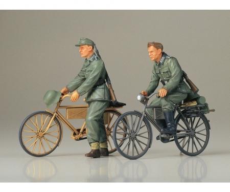 tamiya 1:35 Diorama-Set Soilder w/ Bicycle (2)