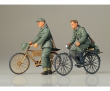 tamiya 1:35 Diorama-Set Soilder w/ Bicycle (2)