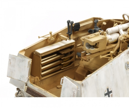 tamiya 1:35 WWII Dt. Panzerjäger Nashorn (4)