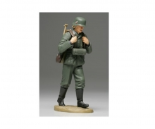 tamiya 1:16 WWII Figure Ger.Ammo-Belt Loader MG
