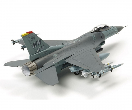 tamiya 1:72 F-16CJ Fighting Falcon m. Zurüstteilen