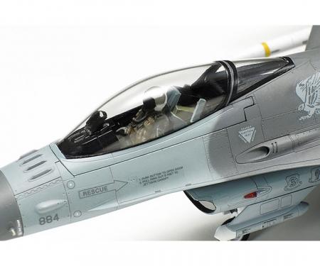 tamiya 1:72 F-16CJ Fighting Falcon m. Zurüstteilen